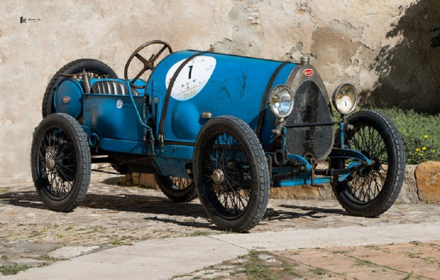 Bugatti centenaria sbanca concorso d'eleganza La Dolce Vita.