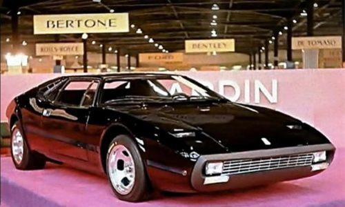 Pierre Cardin, stilista di moda che costruì vetture di lusso.