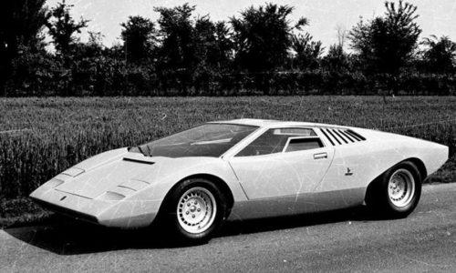 Lamborghini Countach LP 500 compie 50 anni.