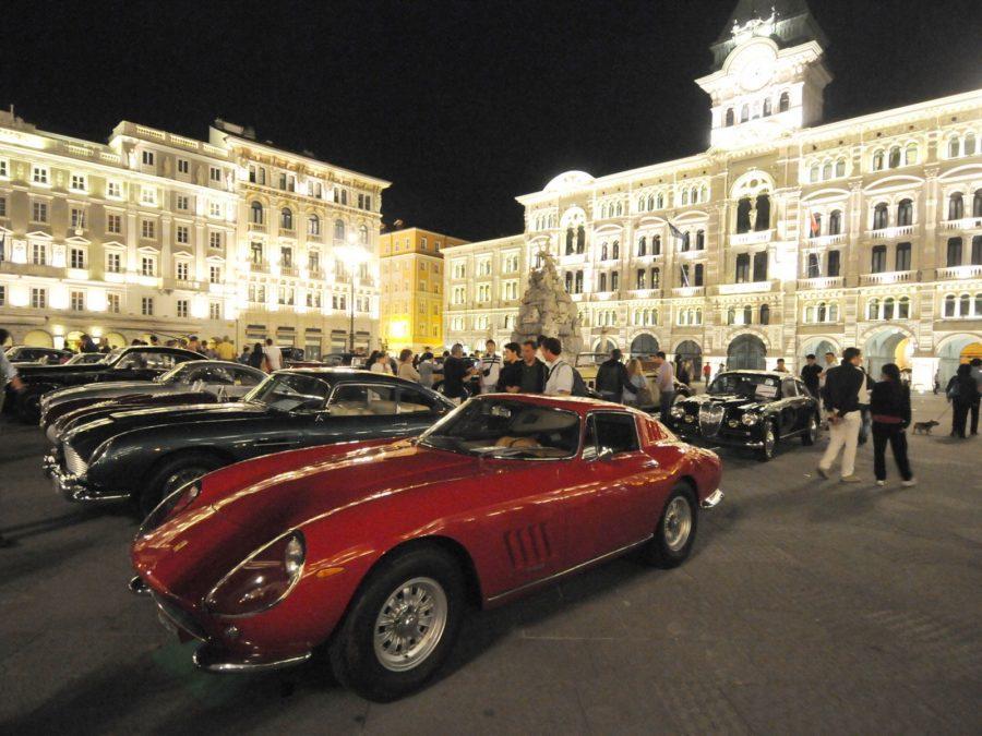 L'eleganza delle auto e la bellezza della Città di Trieste.