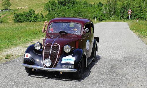 Alberto e Giuseppe Scapolo su Fiat 508C vincono il San Marino Revival.