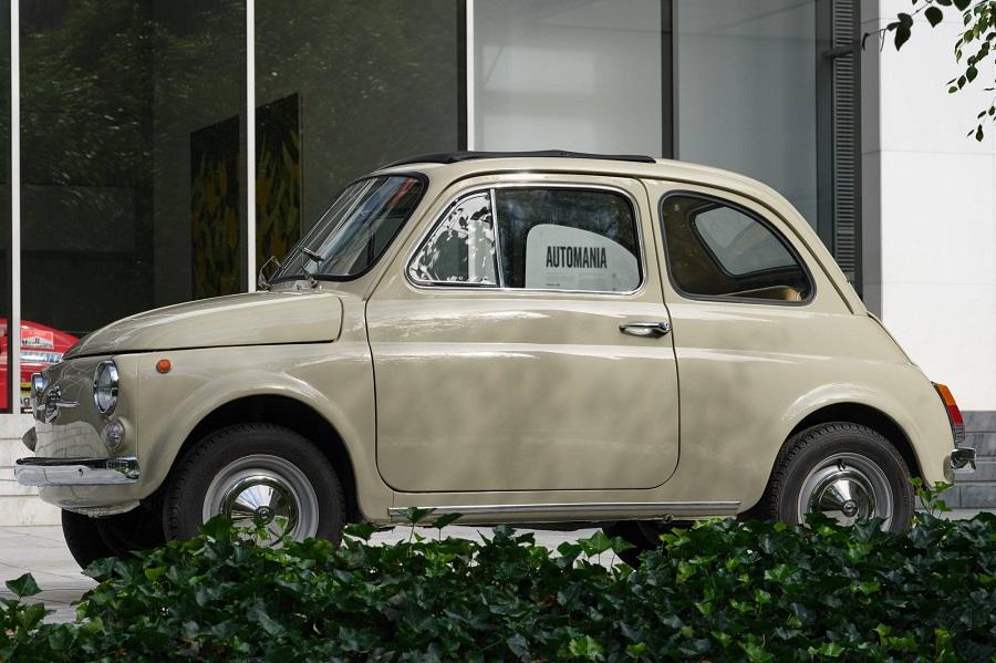 """L'iconica Fiat 500 presente ad """"Automania"""", la nuova mostra del Museum of Modern Art di New York."""