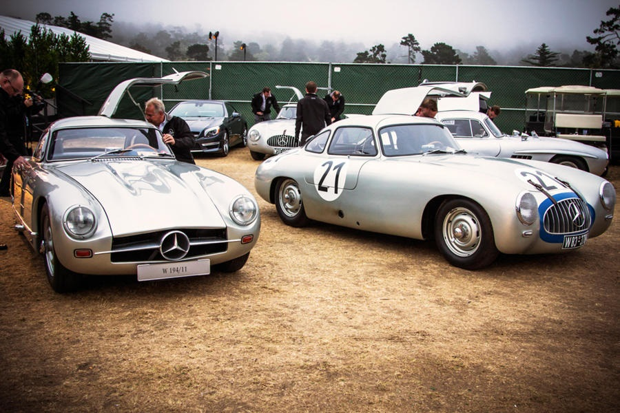 Mercedes SL, la serie leggendaria celebrata a Pebble Beach.