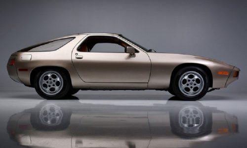 Porsche 928, venduta all'asta quella di 'Risky Business'.